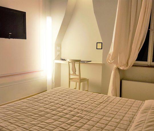 Camera-Superior-Superior-Room-Hotel-San-Martino-Lucca-(10)